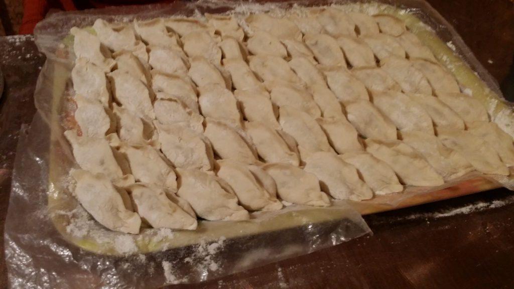 Фото рецепта - Украинские вареники со свежей и квашеной капустой - шаг 6