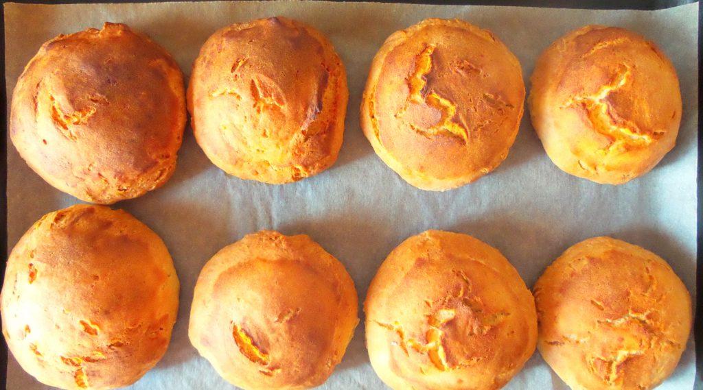 Фото рецепта - Горячие бутерброды в дрожжевых булочках - шаг 3