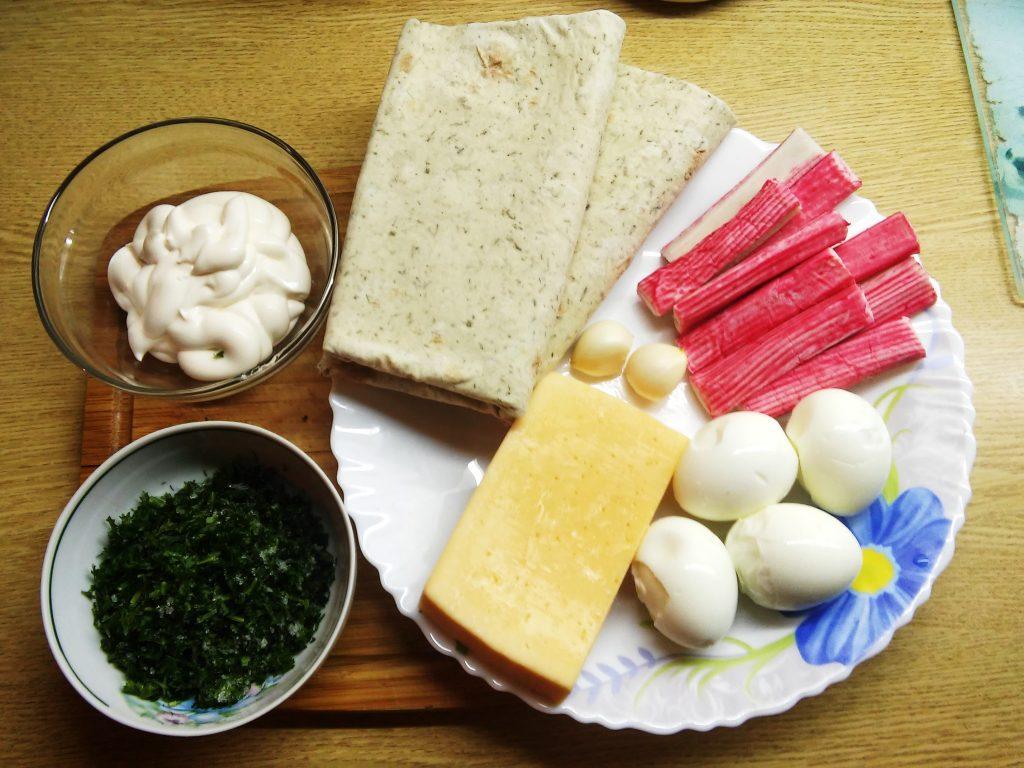 Фото рецепта - Сочный рулет из лаваша с крабовыми палочками и яйцом - шаг 1