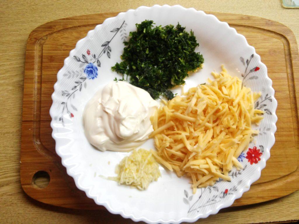 Фото рецепта - Сочный рулет из лаваша с крабовыми палочками и яйцом - шаг 2