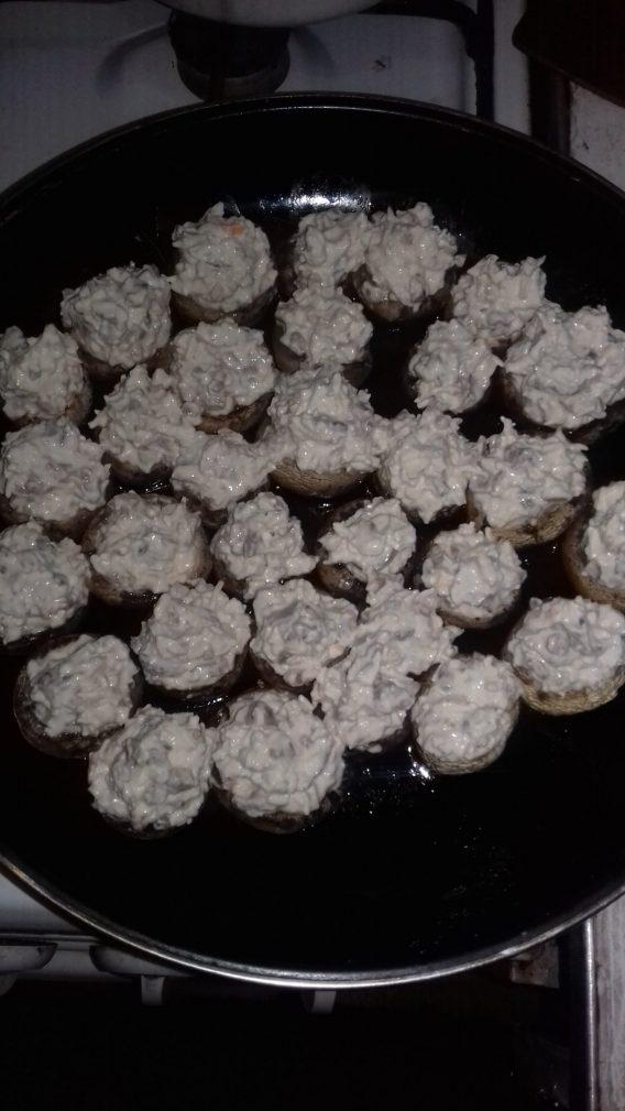 Фото рецепта - Шампиньоны фаршированные сыром - шаг 4