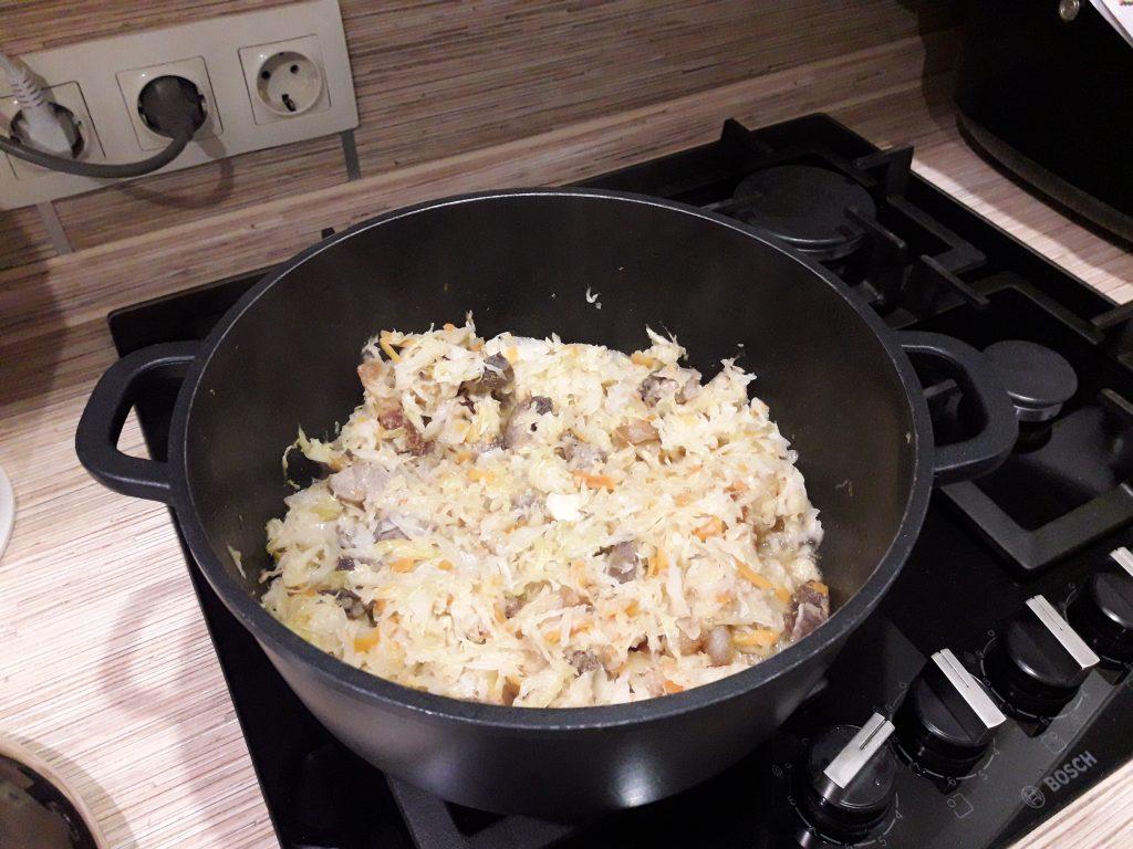Фото рецепта - Свинина, тушеная с квашеной капустой - шаг 5