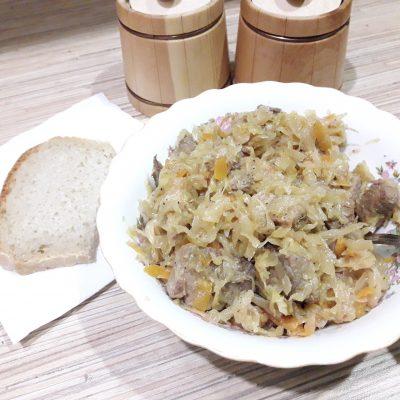 Фото рецепта - Свинина, тушеная с квашеной капустой - шаг 7