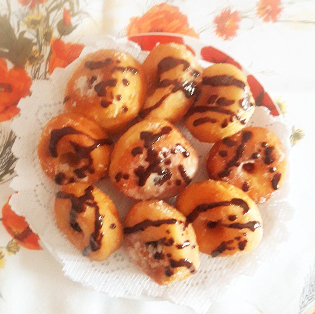 """Фото рецепта - Пончики """"Польские с секретом"""" на молоке - шаг 5"""