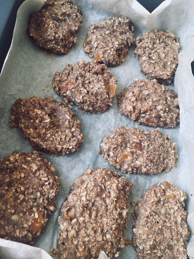 Фото рецепта - Диетическое овсяное печенье без сахара с бананом - шаг 7
