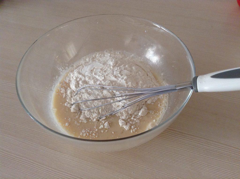 Фото рецепта - Жареные яблоки в кляре - шаг 3