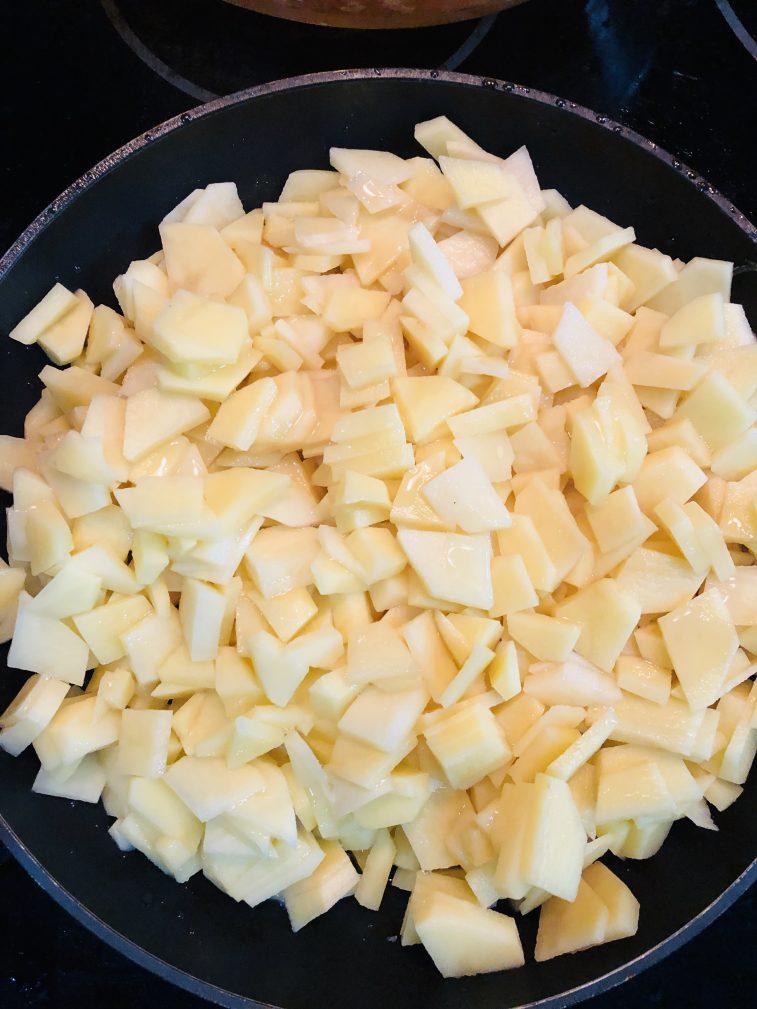 Фото рецепта - Жареный картофель по-новому - шаг 2