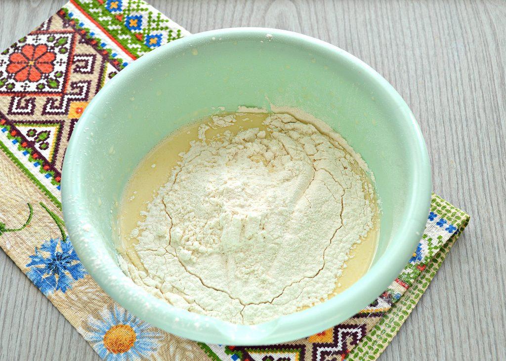 Фото рецепта - Тонкие блинчики на йогурте - шаг 3