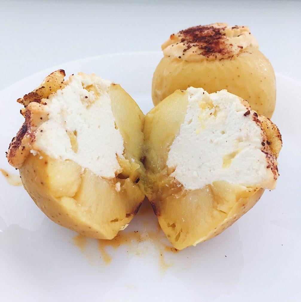 Фото рецепта - Запечённые яблоки в духовке, фаршированные творогом - шаг 4