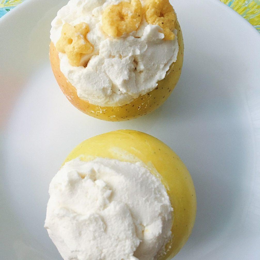 Фото рецепта - Запечённые яблоки в духовке, фаршированные творогом - шаг 3