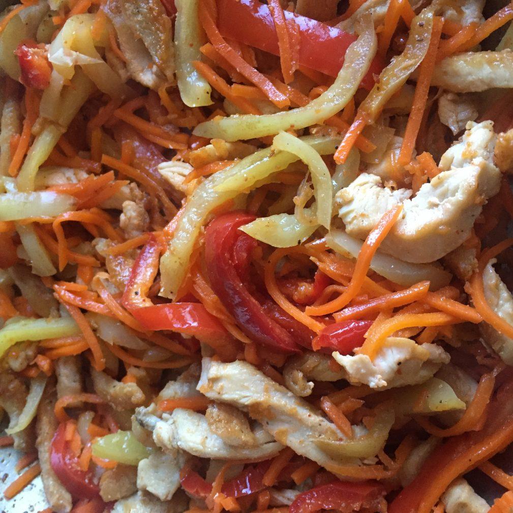 Фото рецепта - Салат «Фунчоза» с куриной грудкой - шаг 2