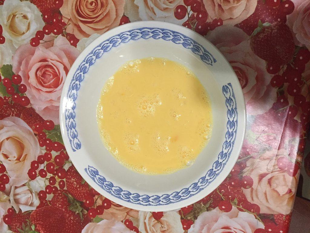 Фото рецепта - Рулет из лаваша с омлетом - шаг 4