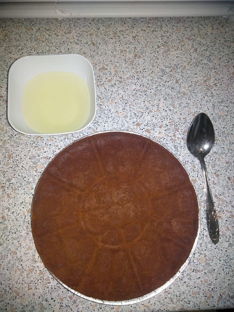 """Фото рецепта - Бисквитный торт """"Панчо"""" на сметане с ананасами - шаг 3"""