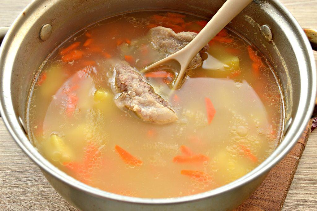 Фото рецепта - Картофельный суп со свиными ребрышками - шаг 4