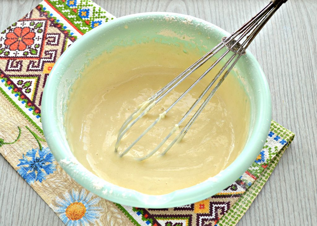 Фото рецепта - Тонкие блинчики на йогурте - шаг 4
