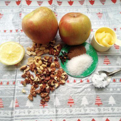 Фото рецепта - Печеные яблоки с медом, арахисом и грецким орехом - шаг 1