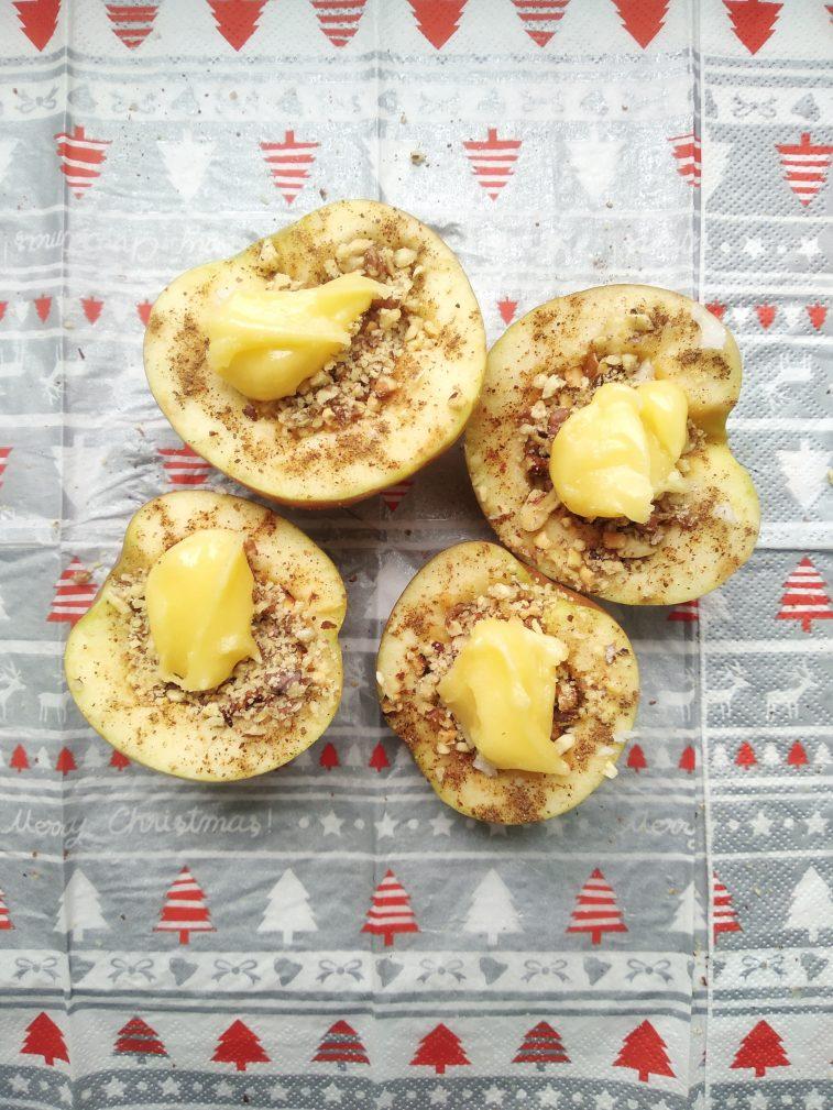 Фото рецепта - Печеные яблоки с медом, арахисом и грецким орехом - шаг 3