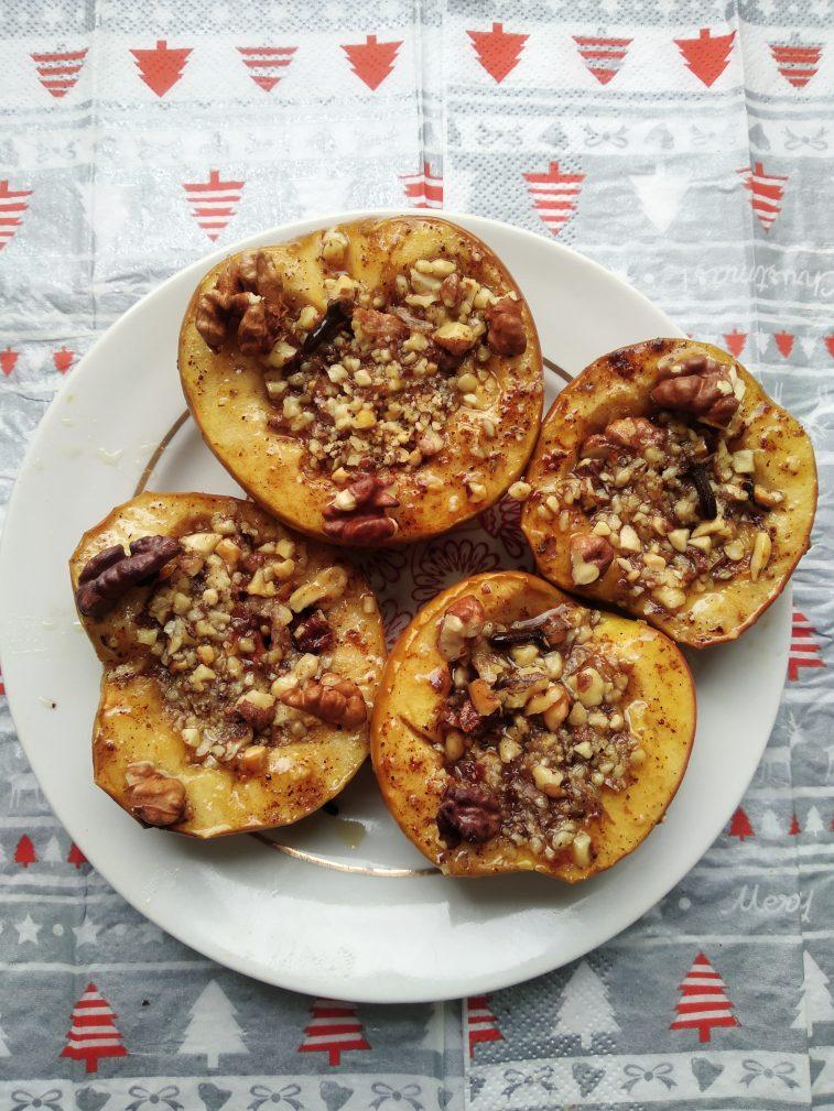 Фото рецепта - Печеные яблоки с медом, арахисом и грецким орехом - шаг 6