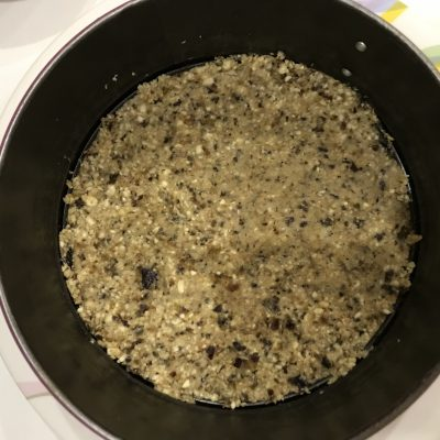 Фото рецепта - Лёгкий орехово-ягодный тортик без выпечки - шаг 2