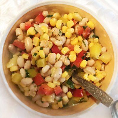 Постный салатик из фасоли  и кукурузы - рецепт с фото