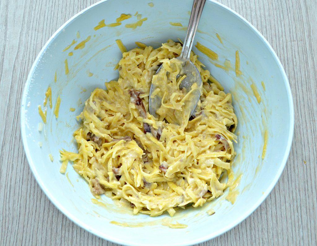 Фото рецепта - Картофельные драники на сковороде с грибами - шаг 5