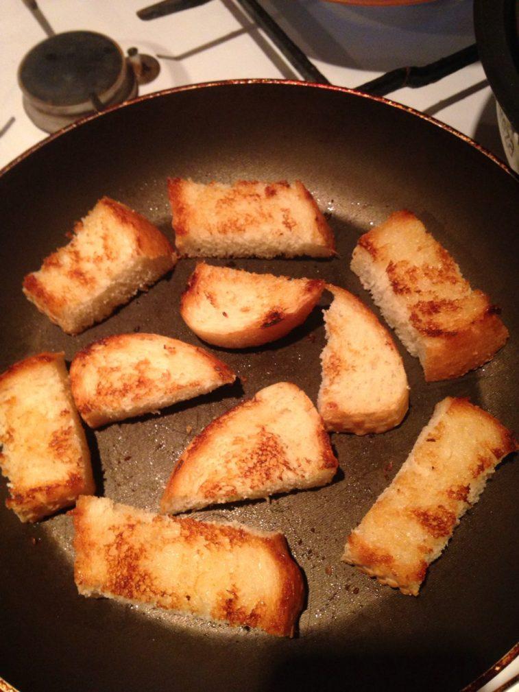 Фото рецепта - Пряный луковый суп на пиве с фрикадельками - шаг 5