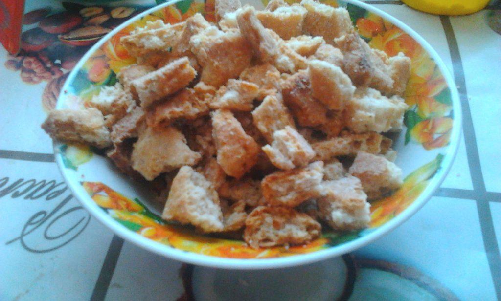 Фото рецепта - Вкуснейший торт без выпечки со сметаной, печеньем и яблоком - шаг 2