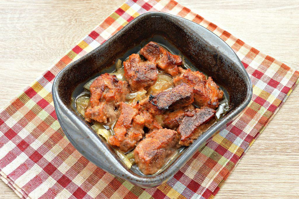 Фото рецепта - Запеченная свинина на луковой подушке - шаг 5