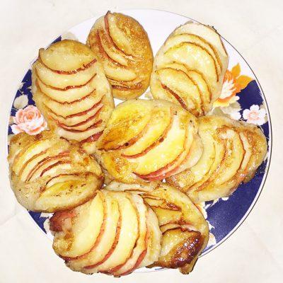 Оладушки с яблоками в сахарной карамели - рецепт с фото