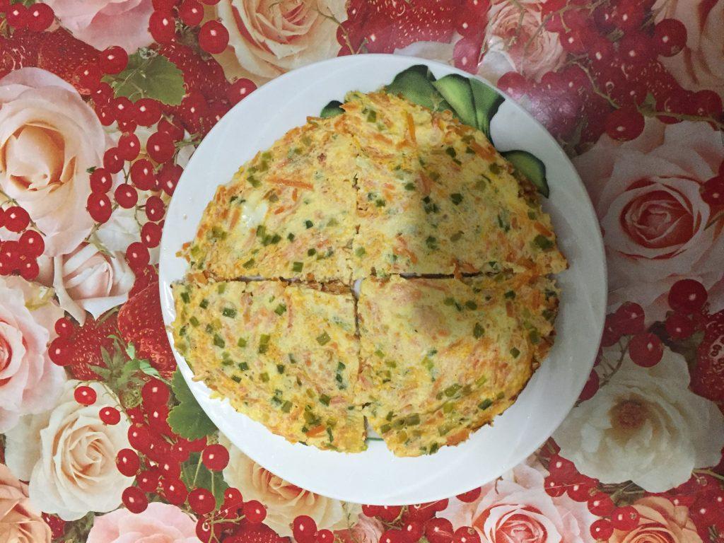 Фото рецепта - Рулет из лаваша с омлетом - шаг 5