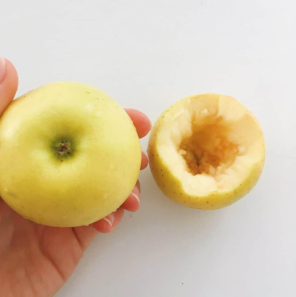 Фото рецепта - Запечённые яблоки в духовке, фаршированные творогом - шаг 2
