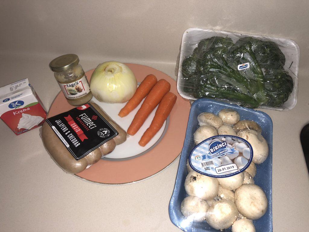 Фото рецепта - Крем-суп из брокколи и шампиньонов - шаг 1