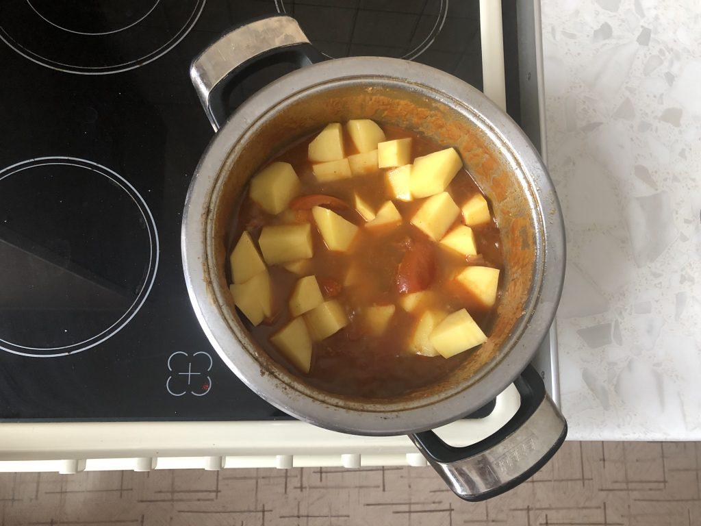 Фото рецепта - Гуляш по-венгерски с телятиной - шаг 5