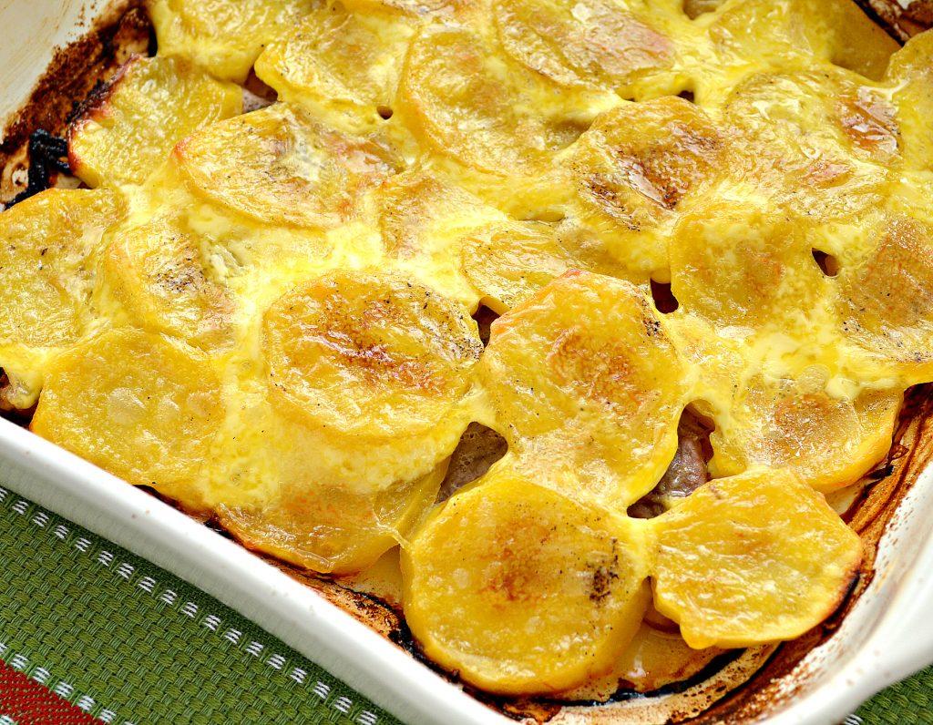 Фото рецепта - Свинина, запеченная с картофелем под майонезом - шаг 7