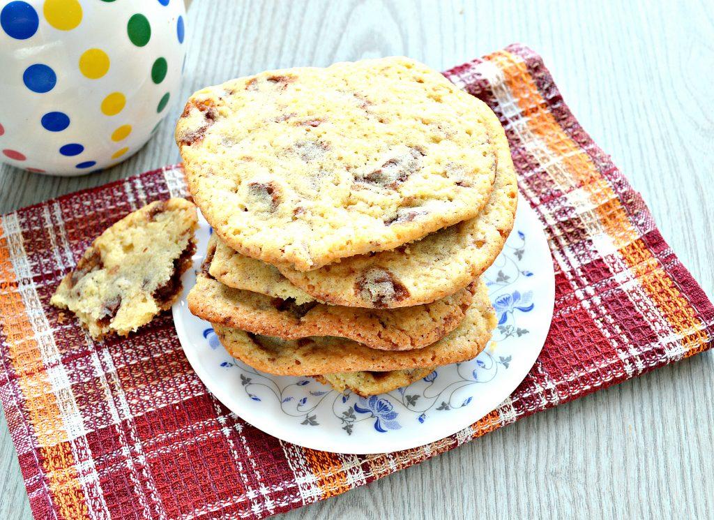 Фото рецепта - Печенье с кусочками шоколада - шаг 6