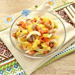 Овощной салат с маринованными опятами