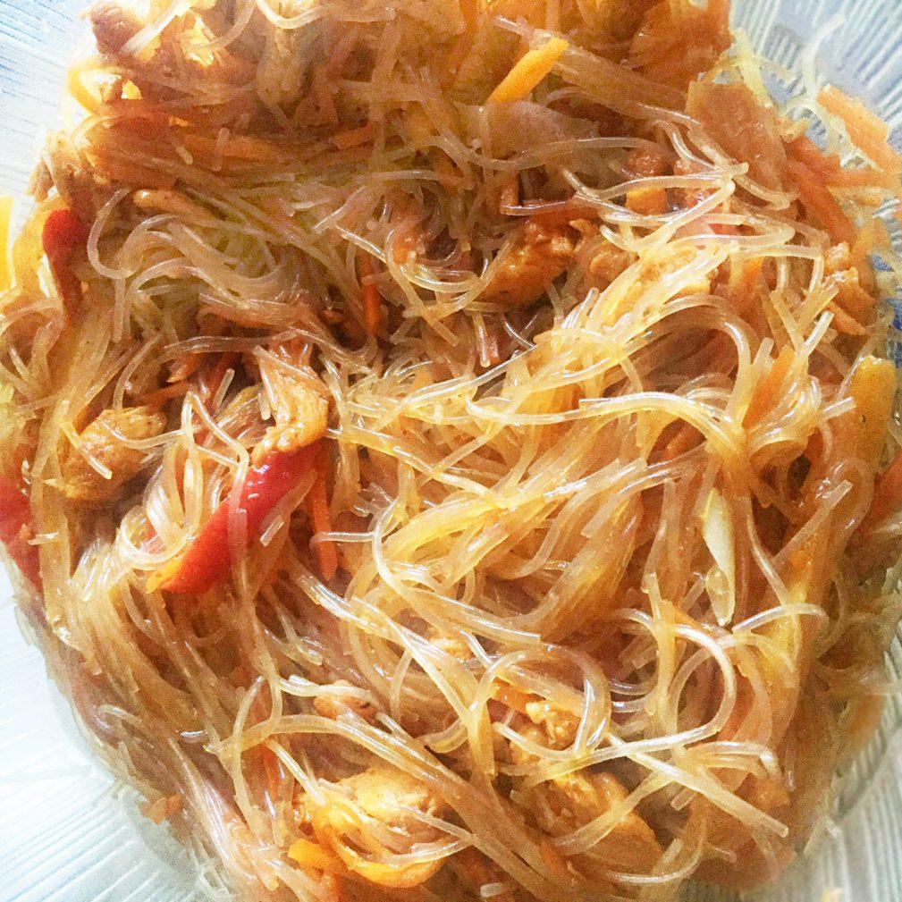 Фото рецепта - Салат «Фунчоза» с куриной грудкой - шаг 5