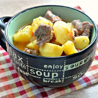 Свинина, тушенная с картофелем в кастрюле - рецепт с фото