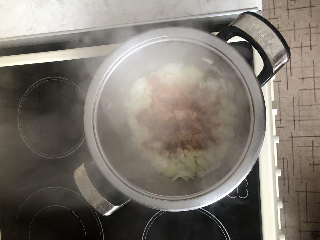 Фото рецепта - Гуляш по-венгерски с телятиной - шаг 2