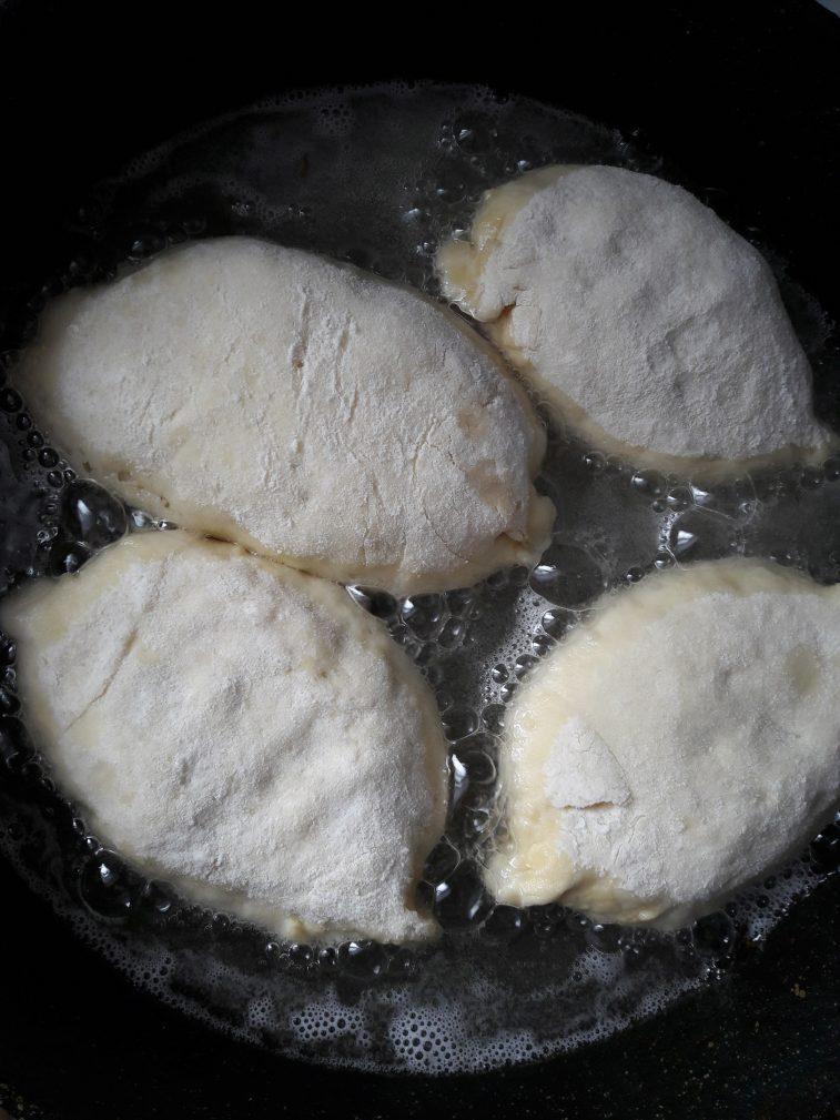 Фото рецепта - Дрожжевые пирожки с капустой - шаг 11