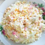 Крабовый салат с кукурузой и пекинской капустой