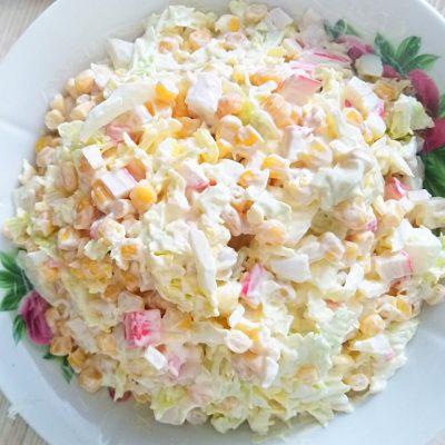 Крабовый салат с кукурузой и пекинской капустой - рецепт с фото