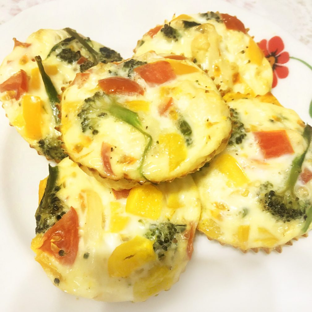 Фото рецепта - Мини-омлет, запеченный с овощами - шаг 8