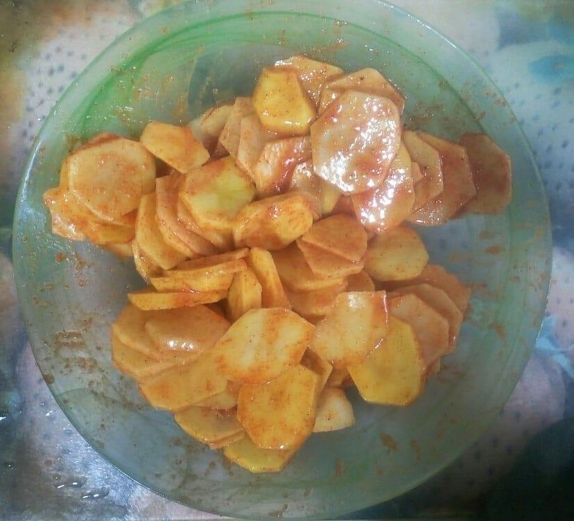 Фото рецепта - Быстрые домашние картофельные чипсы - шаг 2