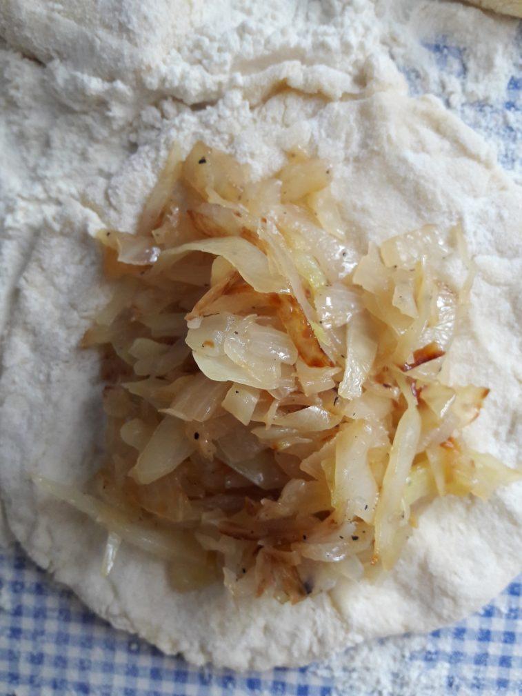 Фото рецепта - Дрожжевые пирожки с капустой - шаг 9