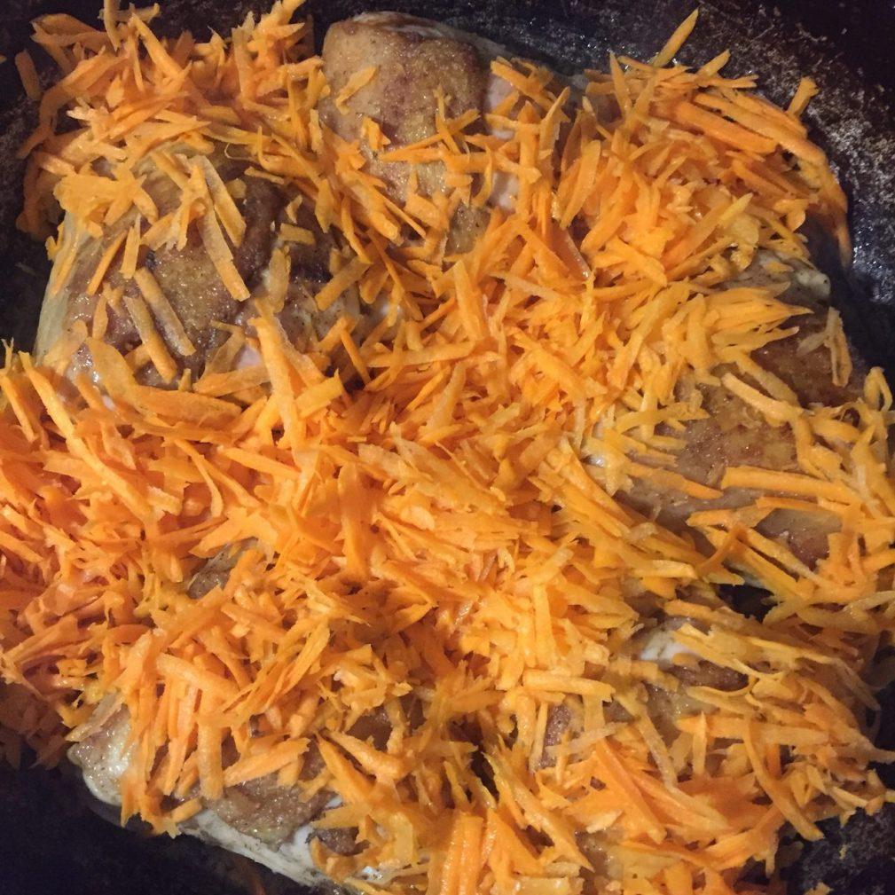 Фото рецепта - Вкусная подлива из курицы и овощей к рису - шаг 3