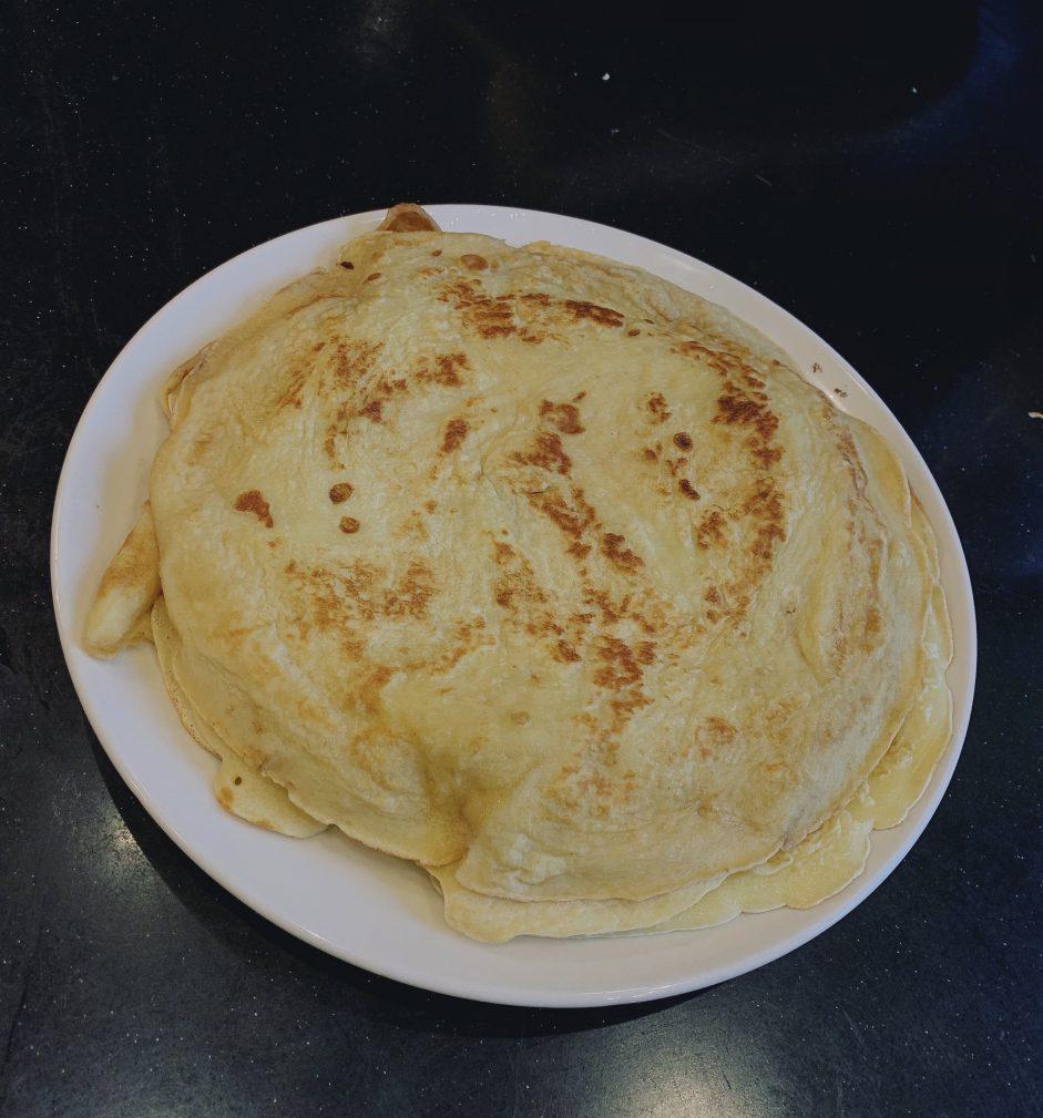 Фото рецепта - Вкусные блинчики на молоке на завтрак - шаг 10