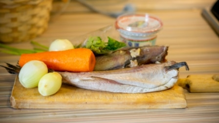 Фото рецепта - Минтай, в сметане с овощами - шаг 1