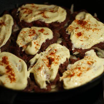 Фото рецепта - Пикантная отбивная из говядины, запеченная с ананасом - шаг 5