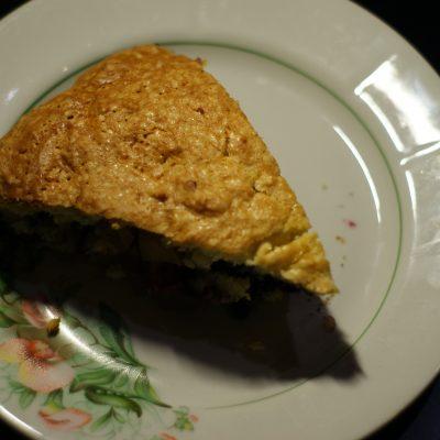 Фото рецепта - Яблочно-черничный пирог на сметане - шаг 9